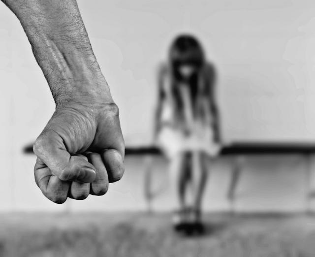 «Собирай вещи и уезжай в Россию!»: отдаст ли суд детей жестокому отцу-немцу