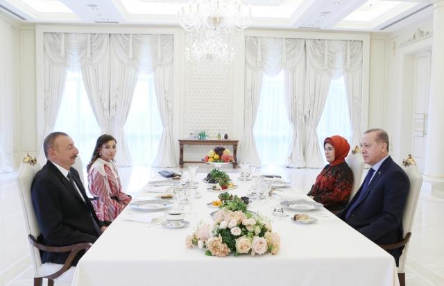 Реджеп Тайип Эрдоган и Ильхам Алиев на совместном обеде