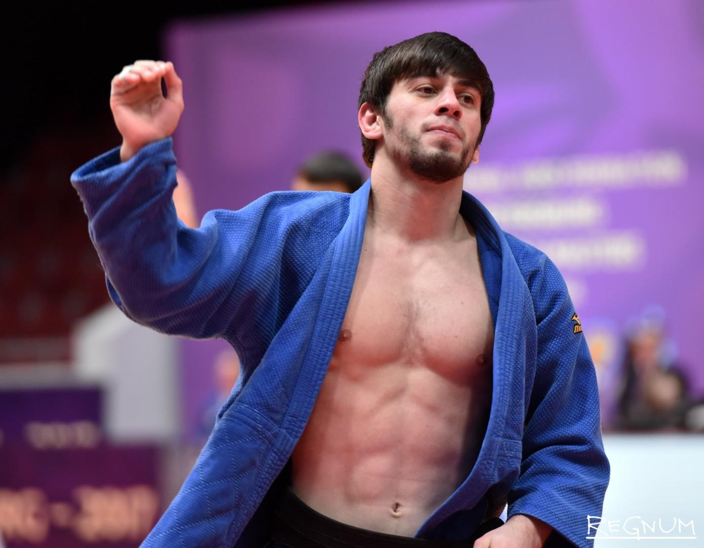Международный турнир по дзюдо «Мастерс-2017». Дзюдоист Яшуев И.  (Россия, синий)