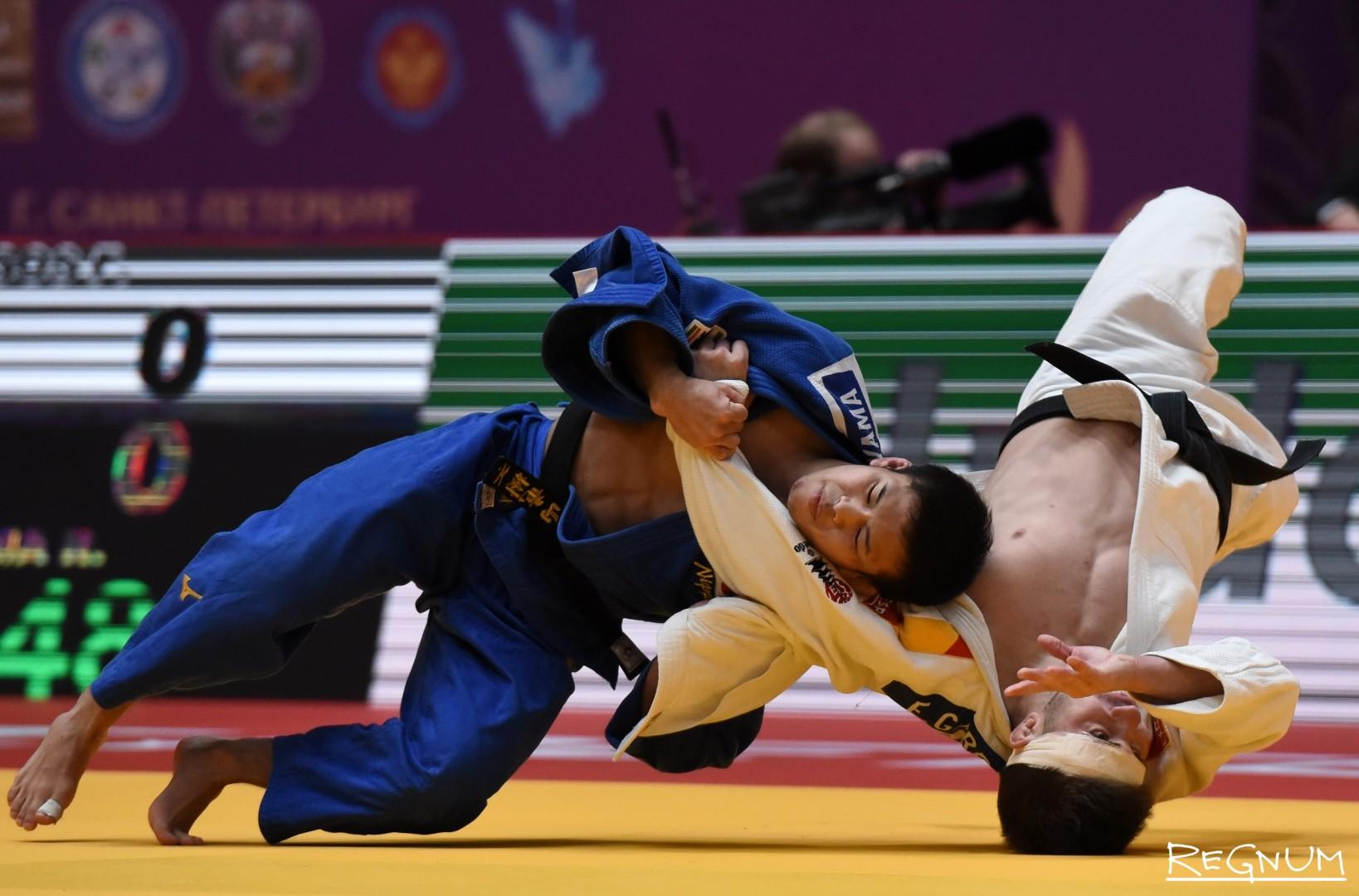 Международный турнир по дзюдо «Мастерс-2017». Дзюдоисты Гарригос Ф. (Испания, белый) и Нагаяма Р. (Япония, синий)