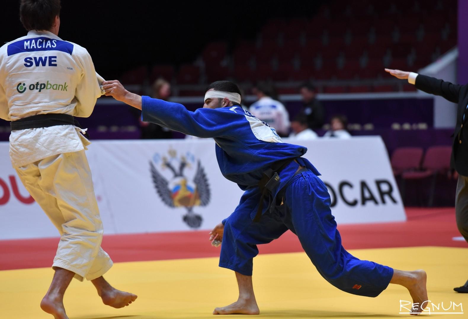 Международный турнир по дзюдо «Мастерс-2017». Дзюдоисты Мациас Т. (Швеция, белый) и Бобоев Г. (Узбекистан, синий)
