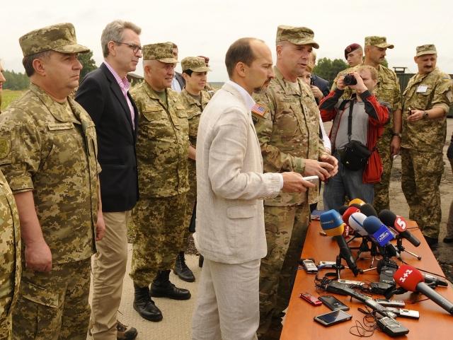НАТО требует от Украины сменить министра обороны