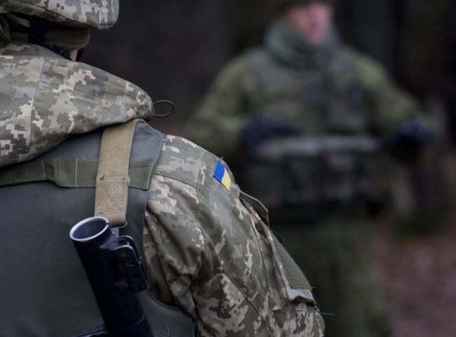 Российские военные уходят из СЦКК в Донбассе