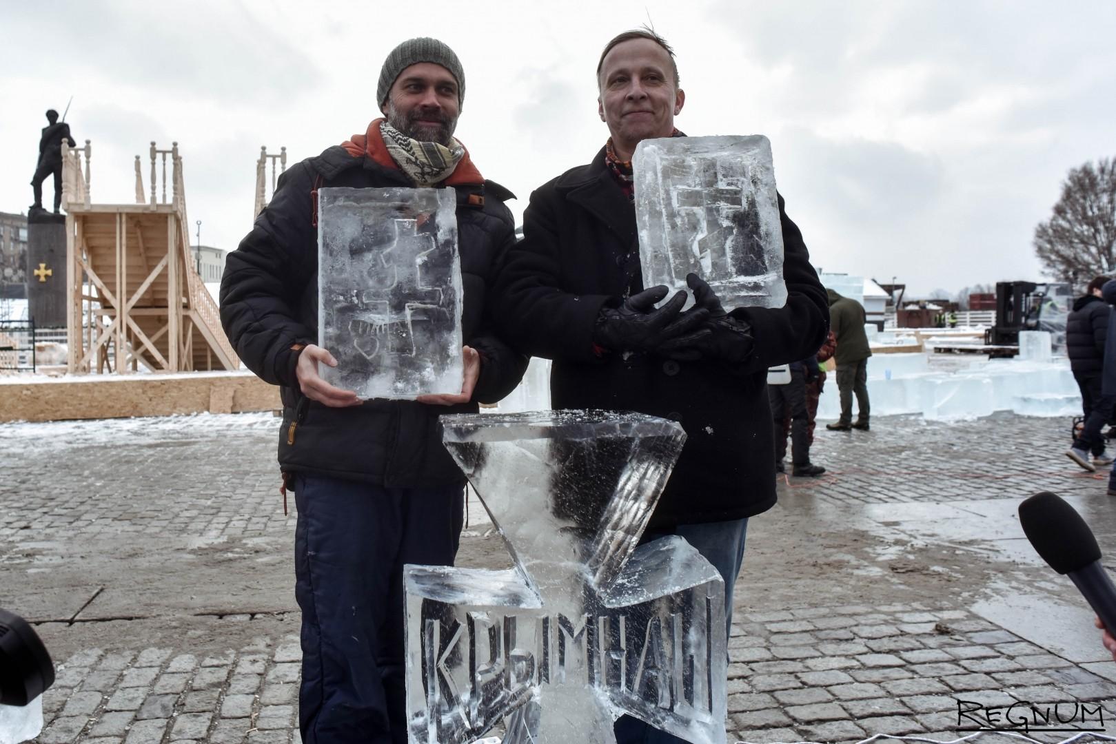 Иван Охлобыстин показывает завершенную скульптуру