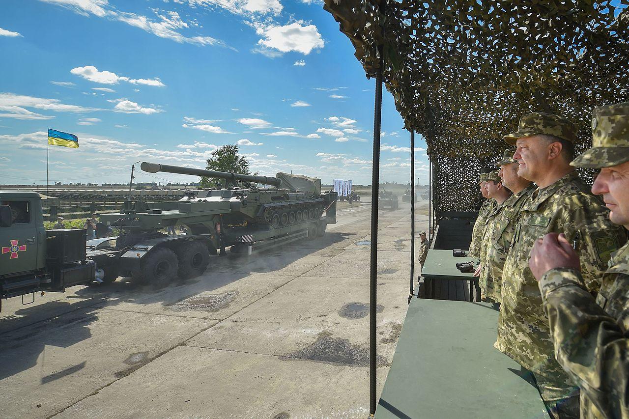 Боевая техника движется в Донбасс
