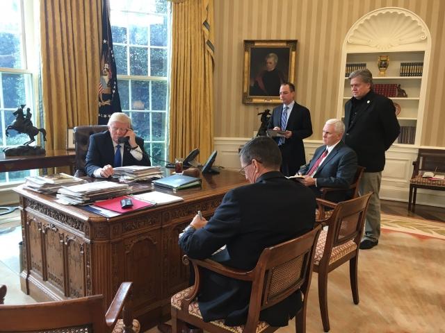 Трамп общается с Путиныым по телефону