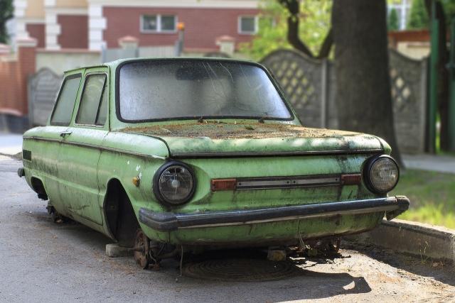 Старый «Запорожец» без колес