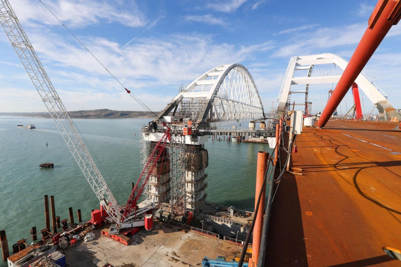 Строительство моста в крым сегодня фото