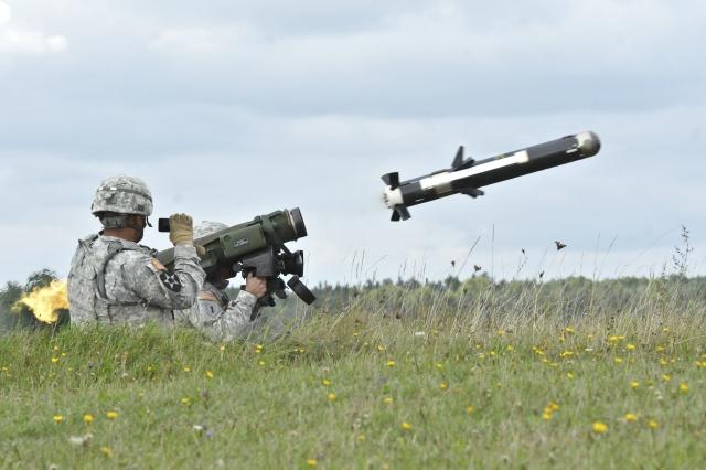 Пуск противотанковой управляемой ракеты «Джавелин»