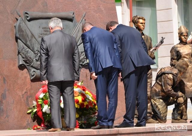 Потомский у памятника павшим героям