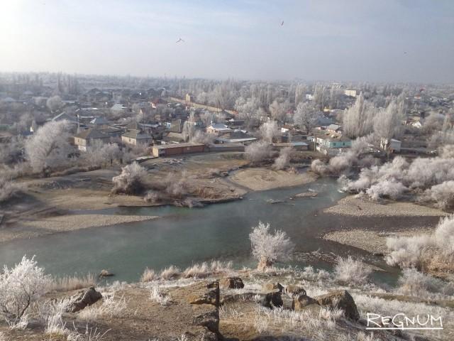 Вид на реку Талас и город Тараз с мавзолея Тектурмас