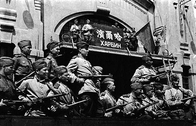 Советские солдаты в Харбине. Август 1945