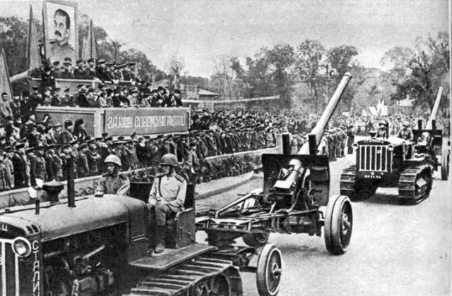 Парад советский войск в честь победы над Японией. Харбин, 16 сентября 1945