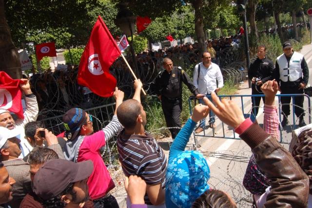 В Тунисе арестованы более 200 человек в результате акций протестов