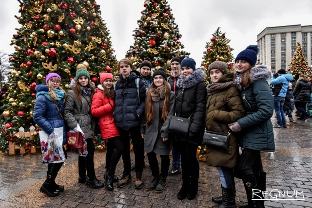 Празднично украшенная Москва очень понравилась ребятам из ЛНР