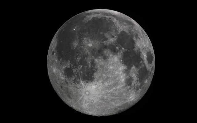 Учёные обнаружили на Луне следы потухших вулканов
