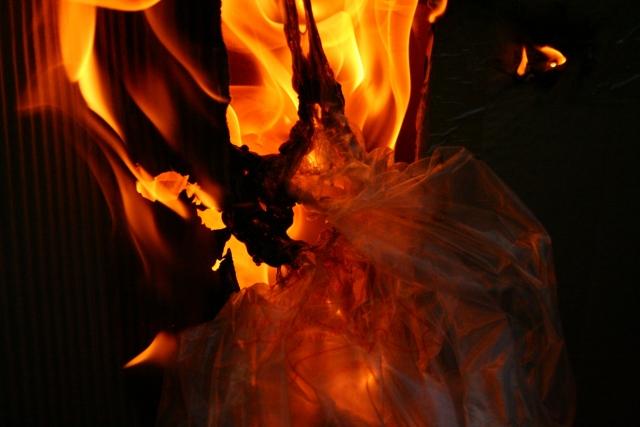 Неизвестный обстрелял из гранатомета здание общепита на Украине