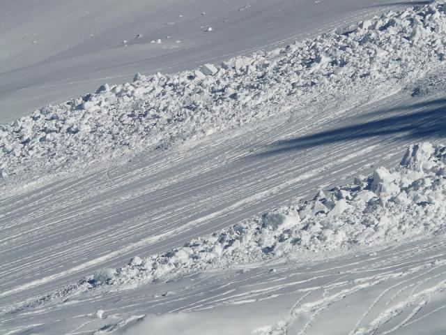 В результате схода лавины в Хакасии погибли два человека