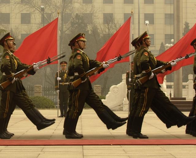 Коммунистов в погонах поставили под постоянный контроль в Китае