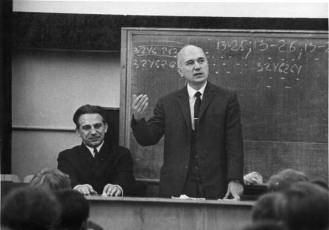 Борис Раушенбах более 20 лет заведовал кафедрой механики МФТИ