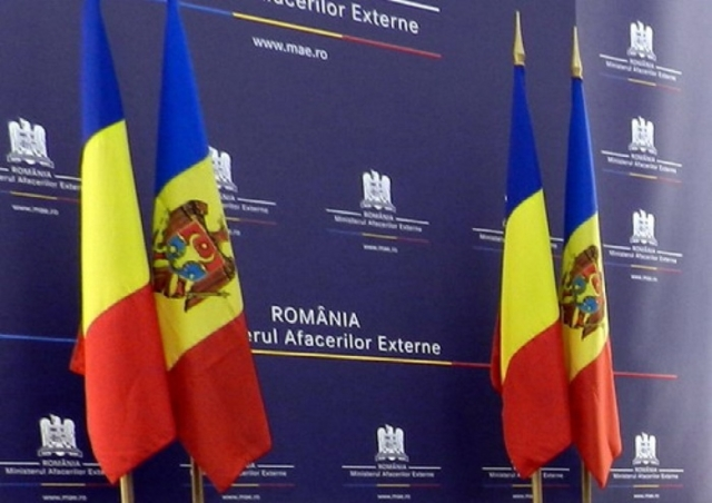 Флаги Румынии и Молдавии