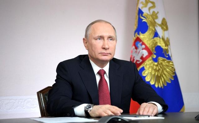 Владимир Путин во время видеоконференции по случаю первого захода арктического танкера-газовоза в порт Сабетта