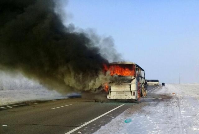 «Намеренный акт»: соцсети обсуждают аварию с автобусом в Казахстане