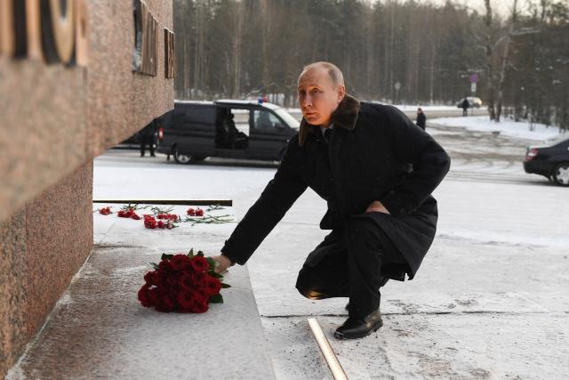 Путин почтил память жителей и защитников блокадного Ленинграда
