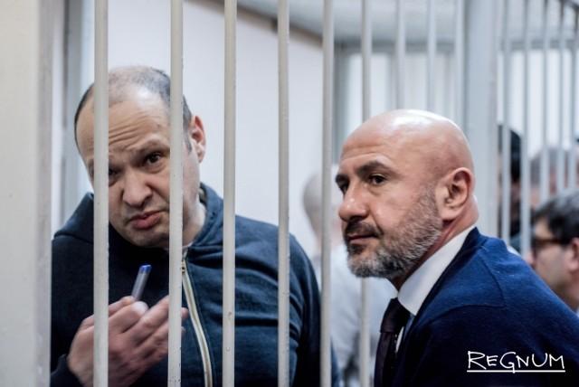 Алексей Чернов просит прессу покинуть зал заседаний