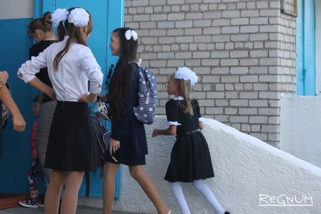 Все петербургские школы оборудуют металлоискателями и турникетами