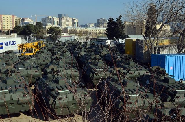 В Азербайджан поступила новая партия военной техники из России