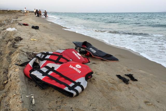 Мигранты плывут в Европу: Теперь через Испанию