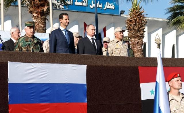 Владимир Путин, Башар Асад и Сергей Шойгу на авиабазе Хмеймим в Сирии. 2017
