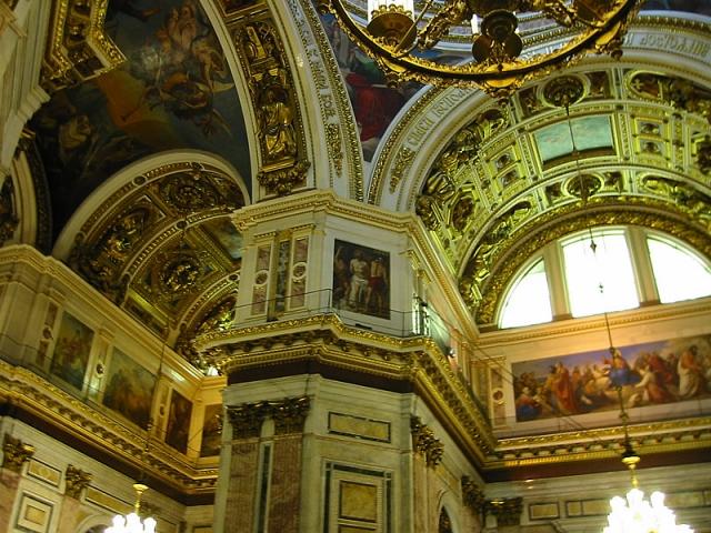 Панорама внутреннего убранства собора