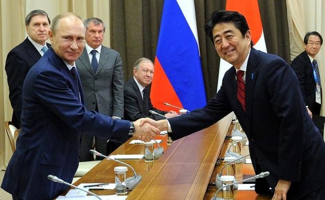 Владимир Путин и Синдзо Абэ. Иллюстрация: Kremlin.ru