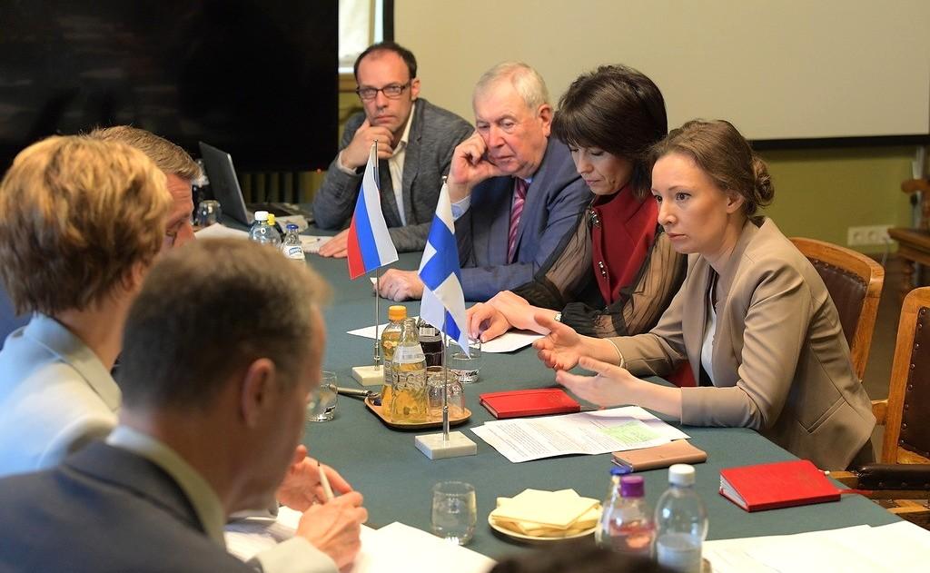 Анна Кузнецова во время встречи с Уполномоченным по правам ребёнка в Финляндской Республике Туомасом Курттилой