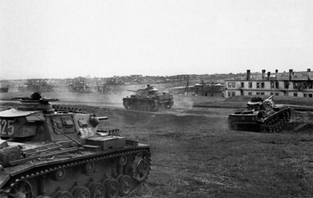 Немецкие танки в пригороде Сталинграда