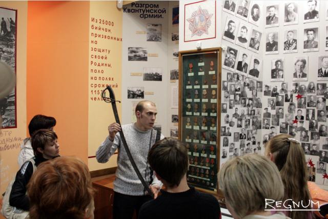 Школьники — частые посетители  экспозиции «Победители» в краеведческом музее Бийска