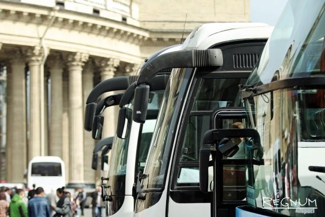 Туристические автобусы в центре Петербурга