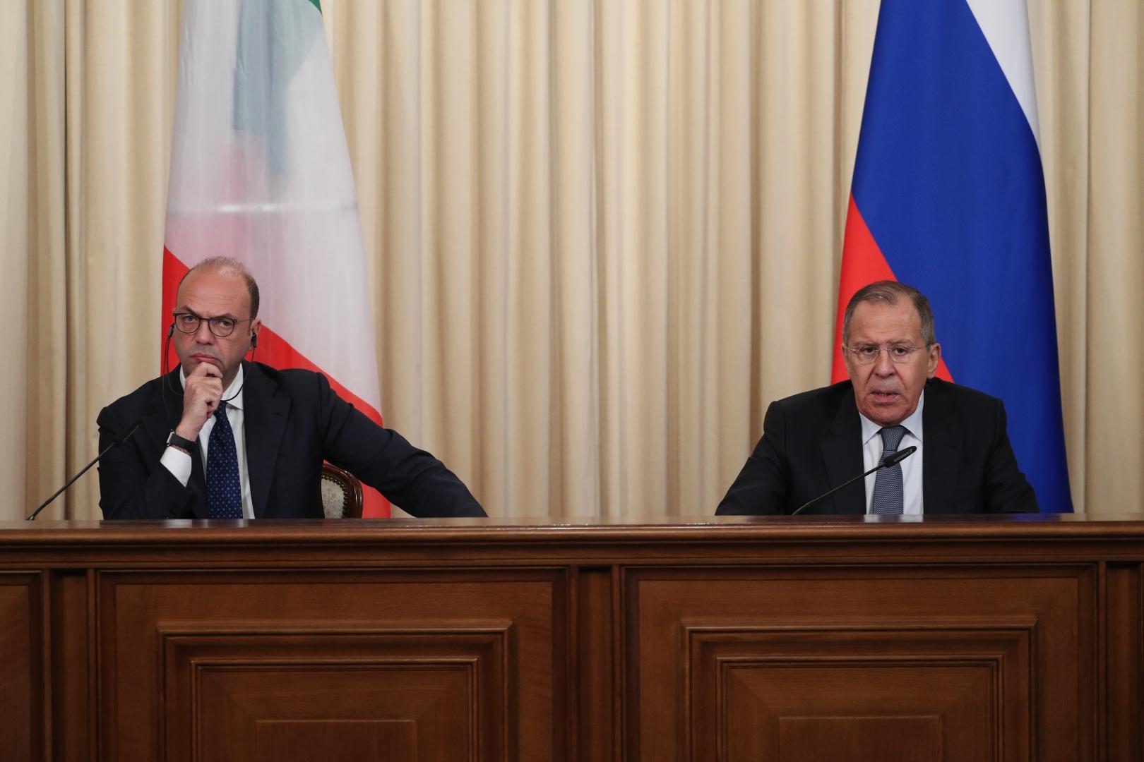 Анджелино Альфано (слева) и Сергей Лавров