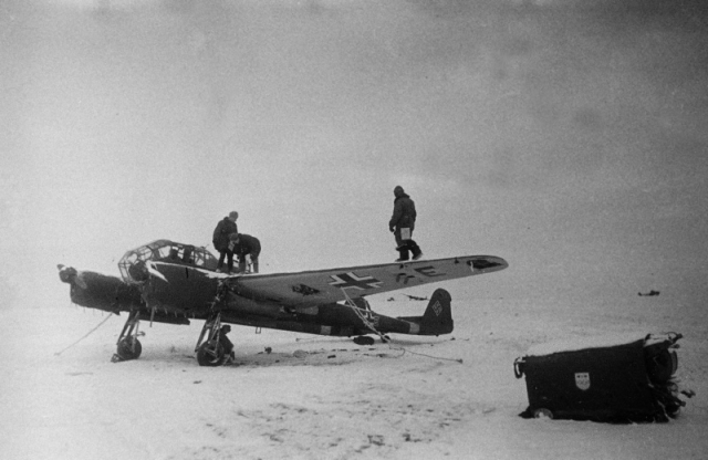 Захваченный немецкий самолет-разведчик