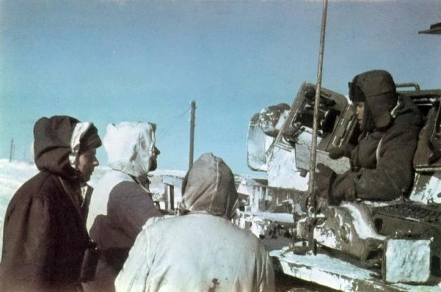 Офицеры 6-й немецкой танковой дивизии в донской степи