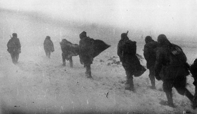 В зимней степи под Сталинградом