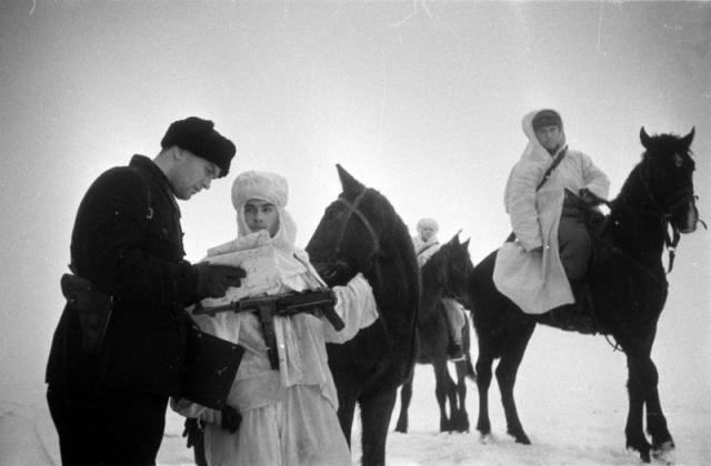 Советские кавалеристы-разведчики