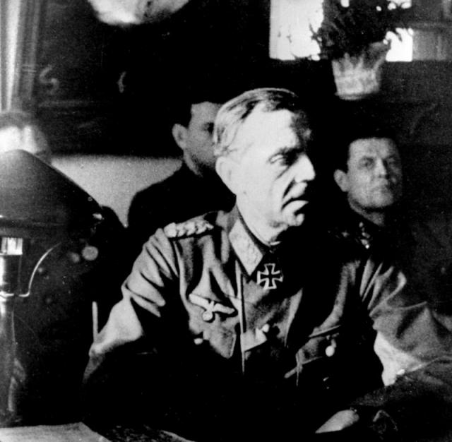 Паулюс на допросе в советском штабе