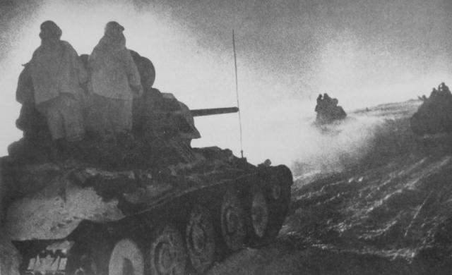 Советские танки в донской степи