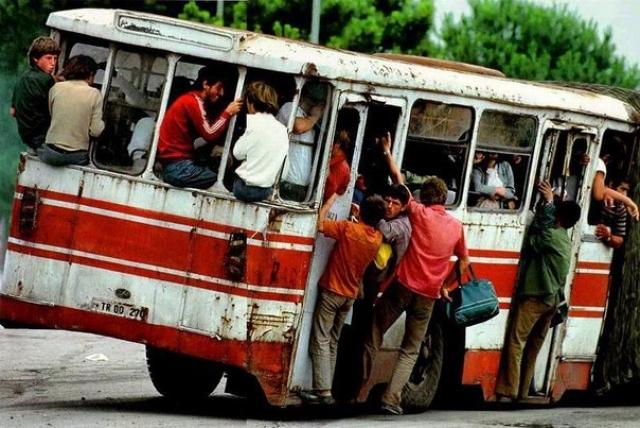 Переполненный албанцами автобус. 1992