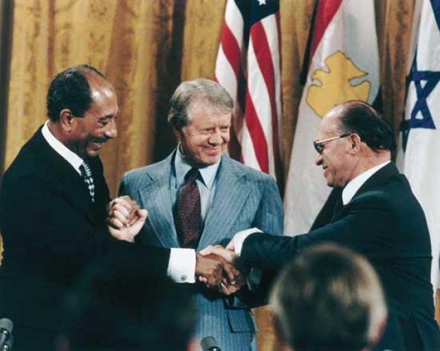 Менахем Бегин, Джимми Картер и Анвар Садат в Кэмп-Дэвиде. Заключение мирного договора 1978 года
