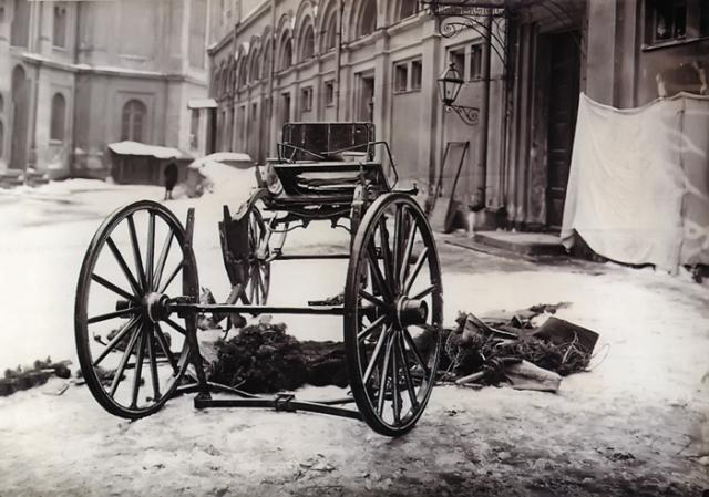 Разрушенная взрывом карета, в которой находился Великий князь Сергей Александрович