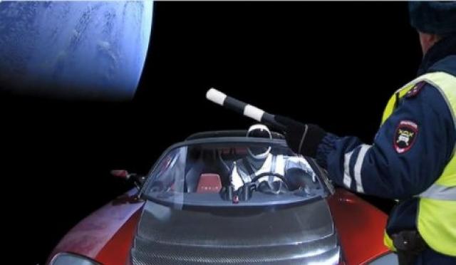 «Снимали в кинопавильоне»: социальные сети о запуске Falcon Heavy